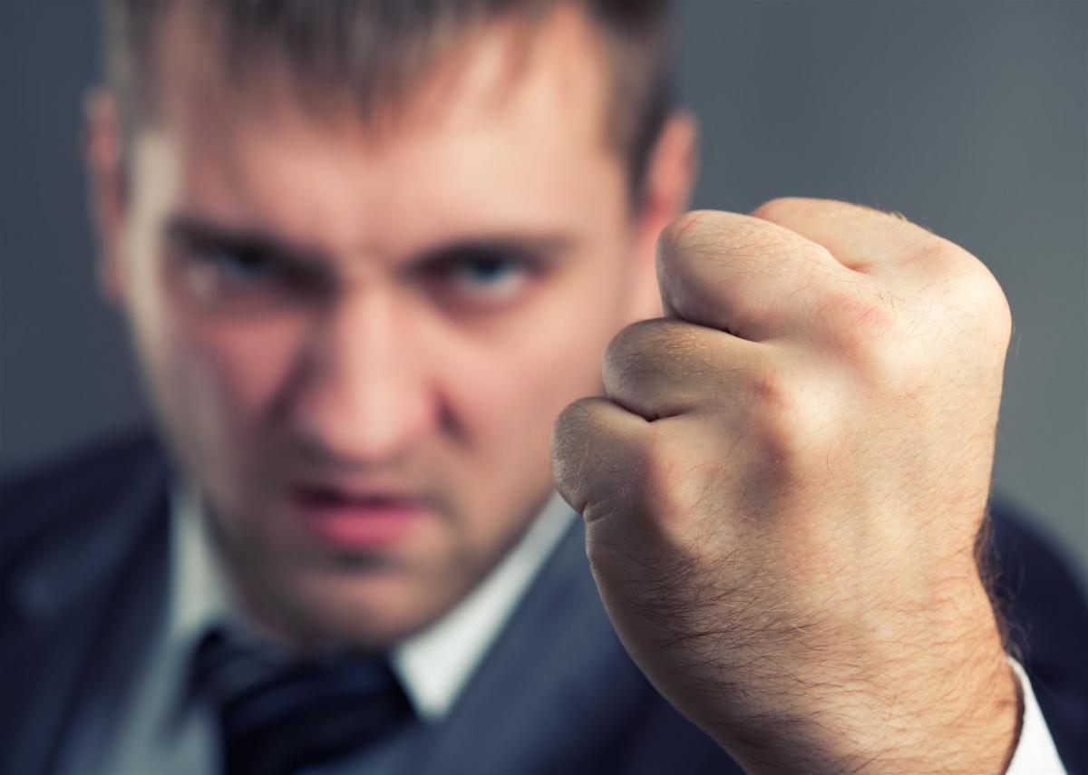 Что делать если соседи постоянно оскорбляют. Что делать если сосед угрожает и оскорбляет